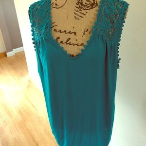 Size 3X turquoise tank with crocheted sleeves